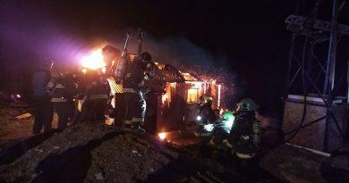 Tres damnificados dejó incendio en Leñadura