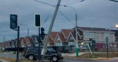 Hasta las 13 horas se extendería corte de luz tras choque en avenida Frei