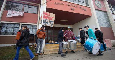 """Profesores piden a alumnos reconsiderar la """"toma"""" del Liceo Industrial"""