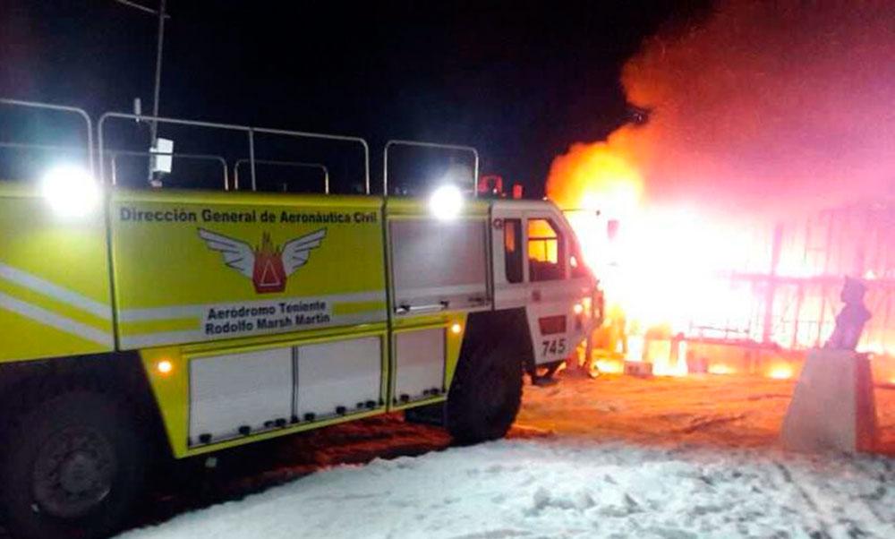 Incendio destruye instalaciones de la Gobernación Marítima en el territorio antártico chileno