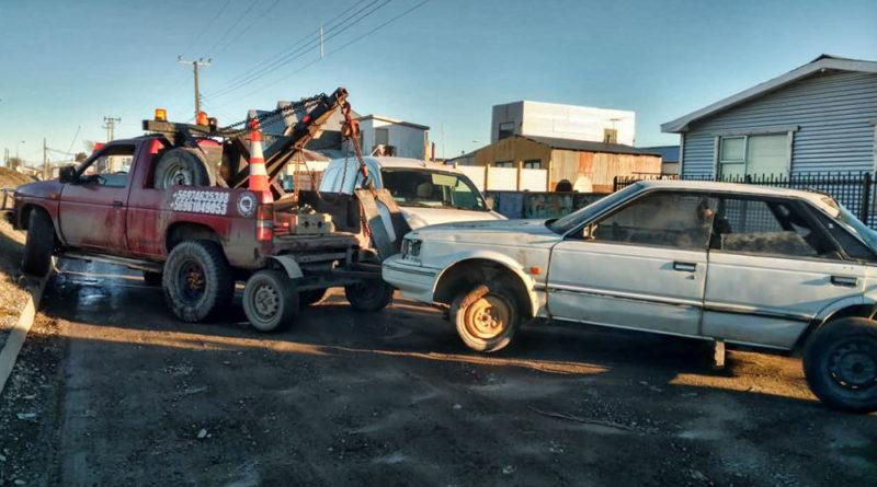 Se terminó el desorden: Empezó el retiro de autos abandonados en las calles