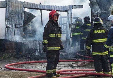 Tres damnificados dejó incendio en sector alto de Punta Arenas