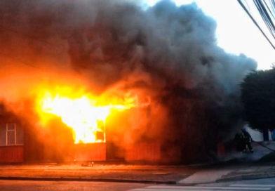 Dos personas lesionadas tras incendio en el Barrio Sur
