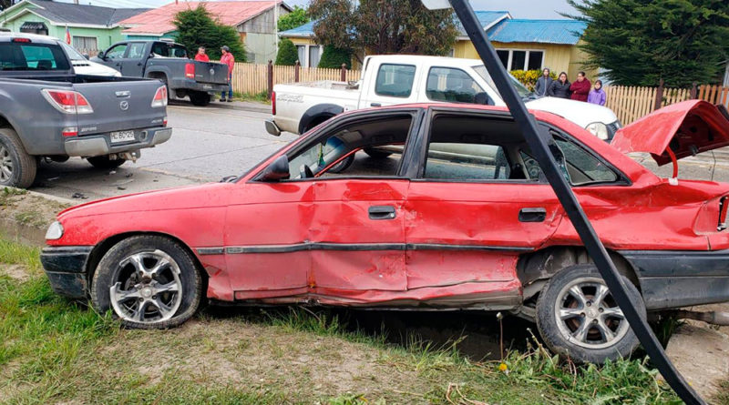 Conductora resultó herida tras ser colisionada por camioneta