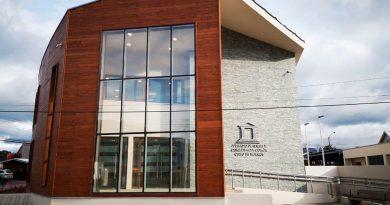 Con fachada inspirada en canoa Yagán: Inauguran nuevo edificio del juzgado de Puerto Williams