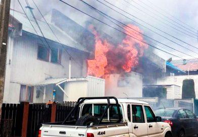 Dos menores lograron escapar de las llamas que consumieron su hogar