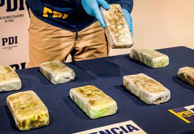 """PDI incautó 8 """"ladrillos"""" con marihuana prensada en el aeropuerto de Punta Arenas"""