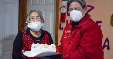La abuela yagán Cristina Calderón celebró hoy 92 años de vida