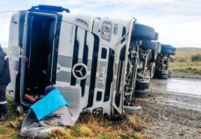 Camionero volcó en la ruta que lleva a la frontera de Monte Aymond