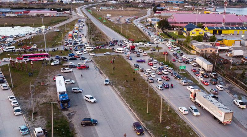Habitantes de Punta Arenas protestan con corte de ruta contra el sostenido incremento del valor de los combustibles